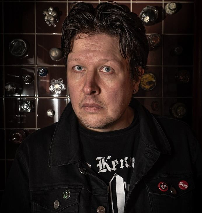 Rhythm guitar: Ari Väntänen