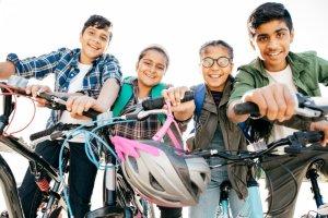 Adolescents à vélo