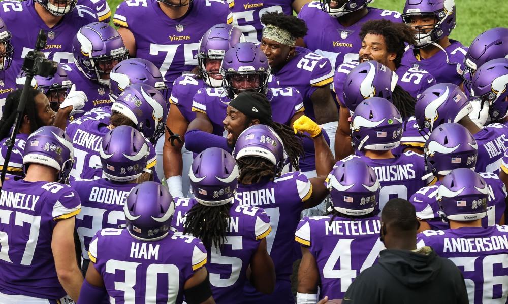 Minnesota Vikings huddle