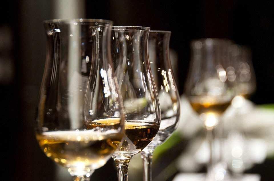 şarap kadehi lale