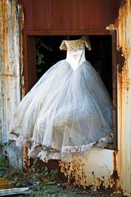 Urban Exploration Korea - Abandoned wedding dress