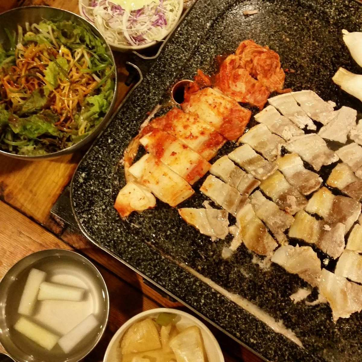 Nightlife in Seoul samgyupsal restaurant eujilro