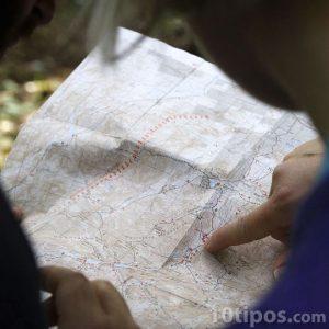 Harita okuyan insanlar