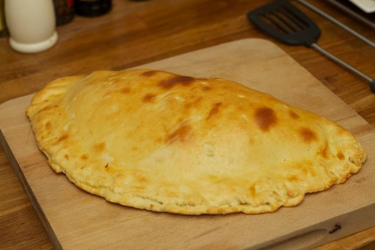 Pizza calzone 16