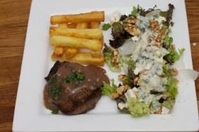 Biefstuk met pepersaus en een salade van meirapen 39