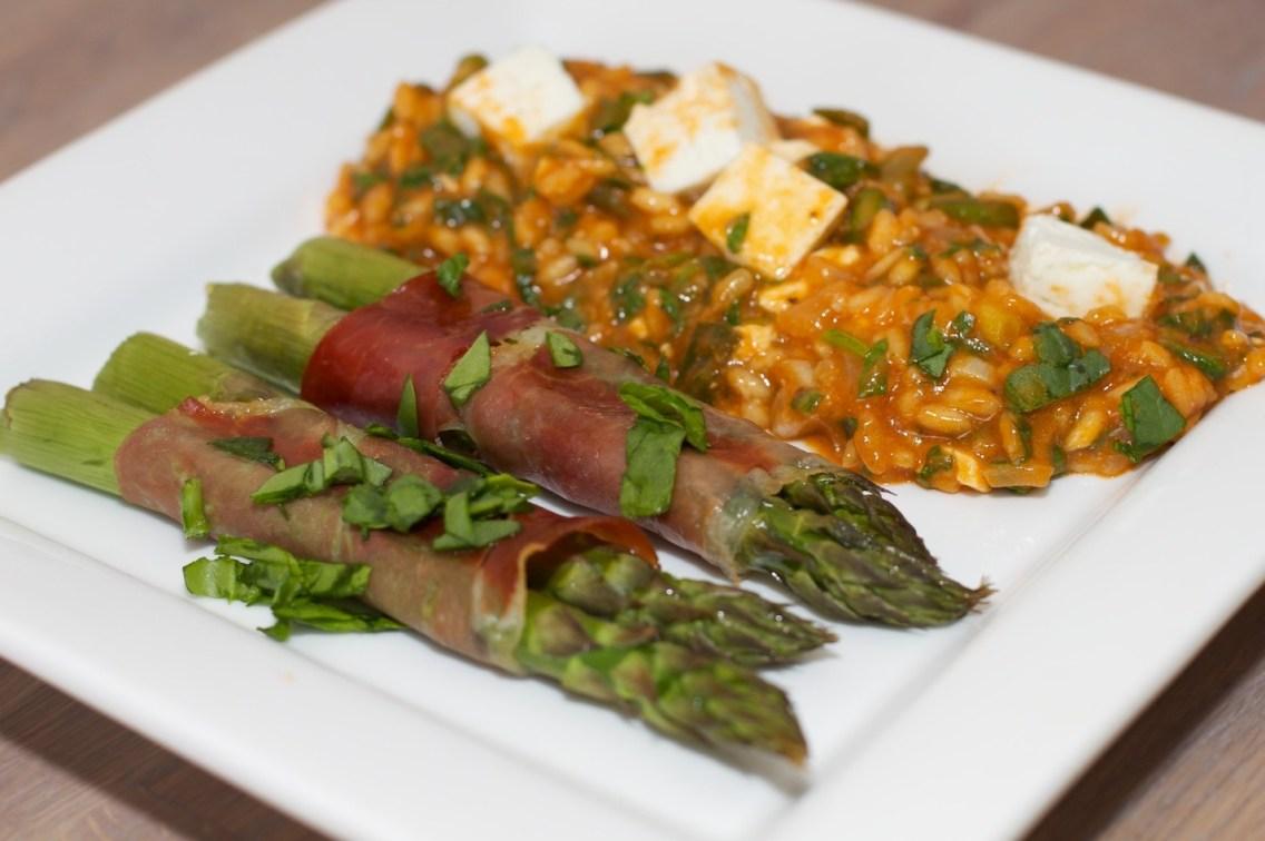 Spinazie risotto met asperges gewikkeld in Seranoham 51