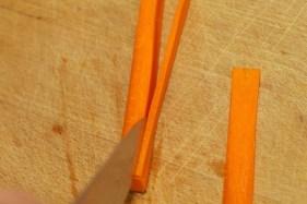 Hoe snij je een wortel julienne 4