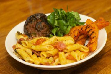 Pasta met gegrilde pompoen en portobello 19