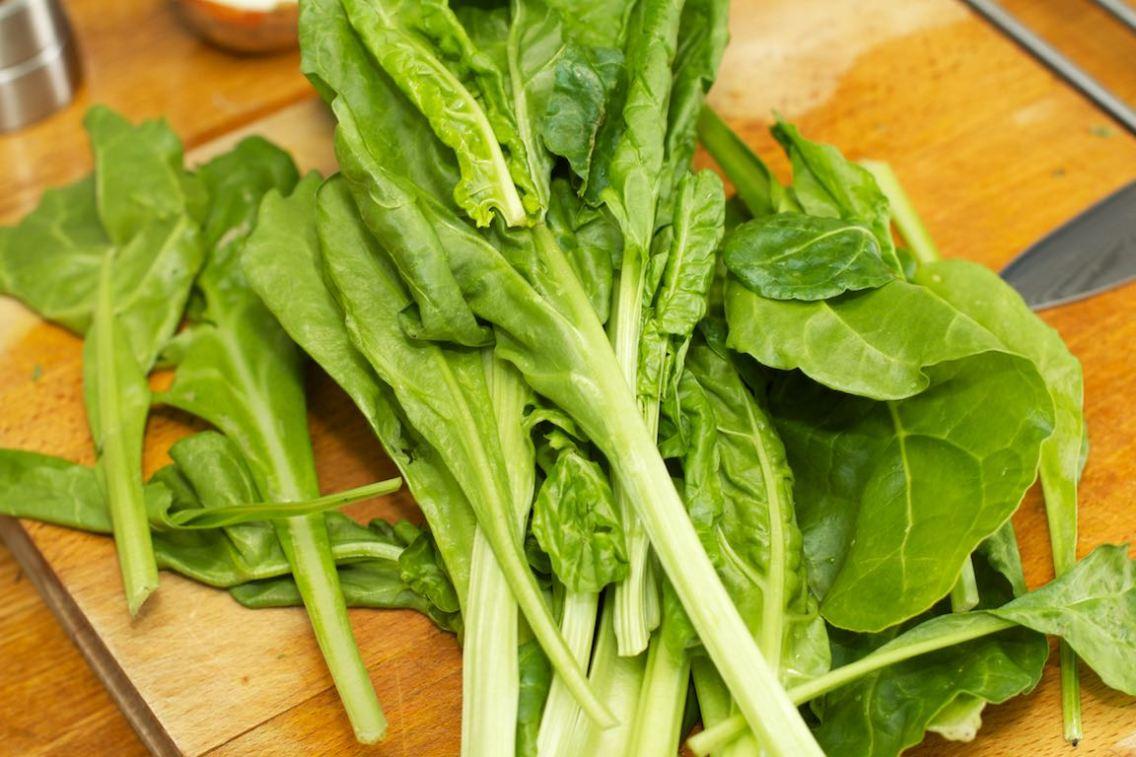 Snijbieten-stamppot met groente-jus en worstje 24