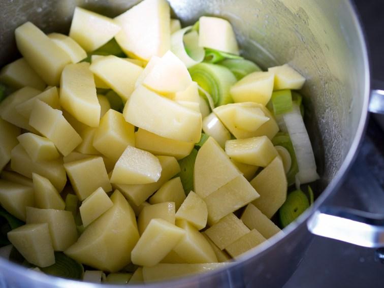 Wintersoep met koolraap, pastinaak, prei en aardappel-17