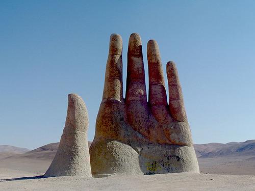 Ατακάμα - Χιλή... η ζωή χωρίς αγάπη είναι έρημος χωρίς νερό ... υπάρχει πάντα ένα χέρι που ζητάει να συναντήσει ένα άλλο!