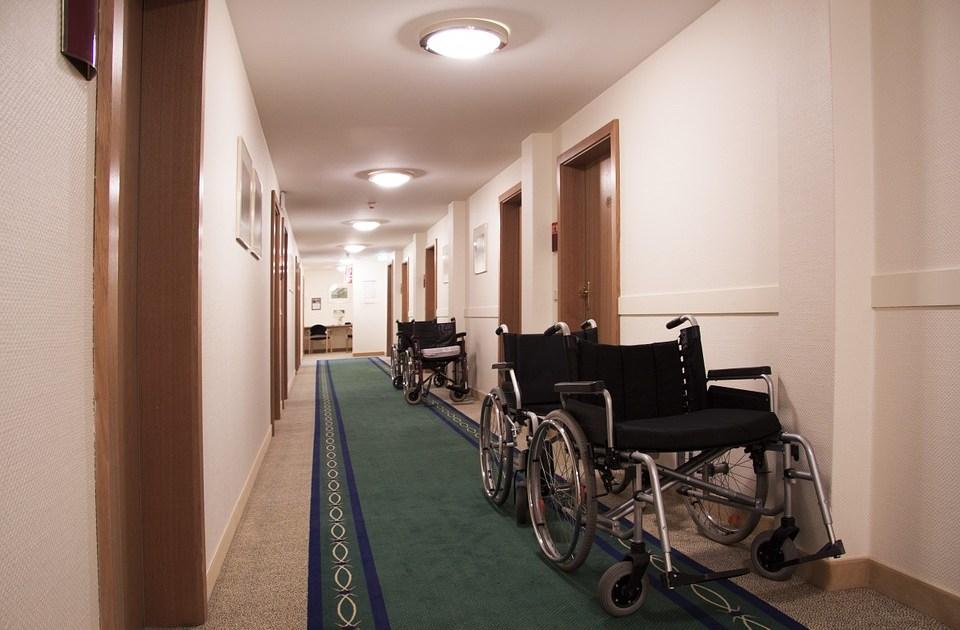 不動産投資で高齢者に入居させる4つのリスクと高齢入居者受け入れに伴うトラブル回避法
