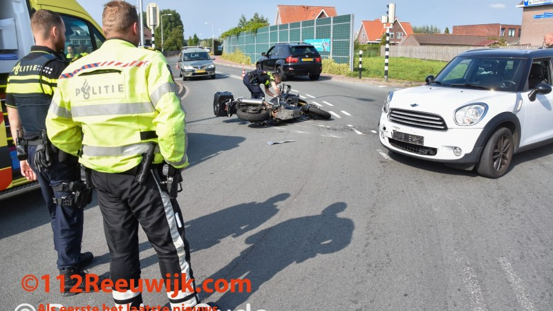 Ongeval tussen motorrijder en personenauto in Reeuwijk
