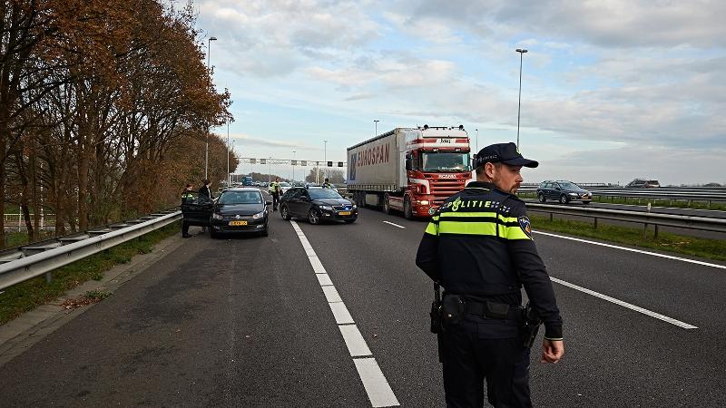 Dode en gewonde na ongeval A16 bij Van Brienenoordbrug.