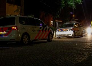 Politie met twee dienstauto's ter plaatsen