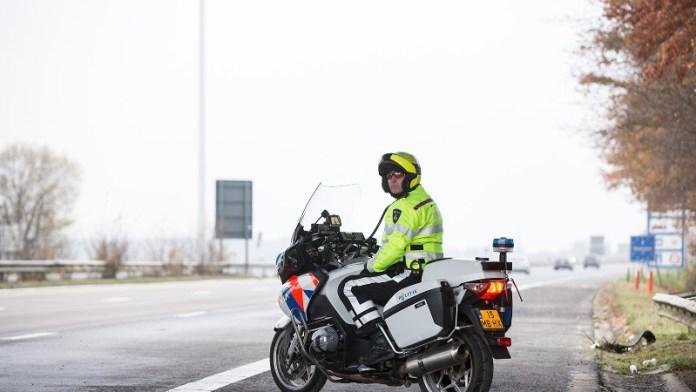 Motoragent langs de snelweg