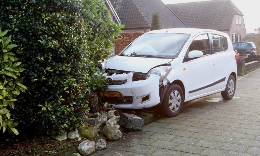 Bestuurder in kritieke toestand na ongeval in Haaren.