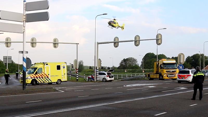 Fietser ernstig gewond bij aanrijding met busje.