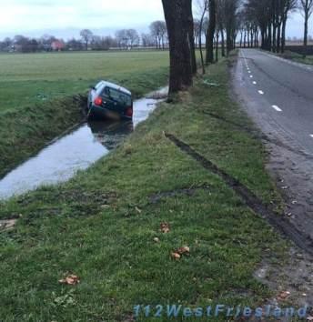 Auto te water Waarland