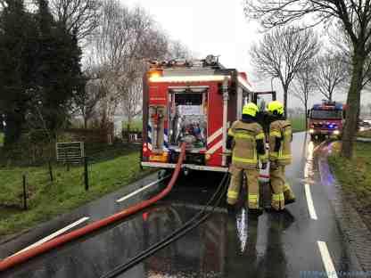 Brandweerlieden ter plaatse in de Bobeldijk