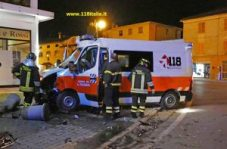 ambulanza-si-schianta-allincrocio-ilpiacenza