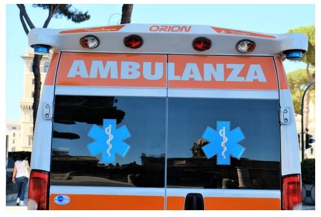 ambulanza-ambulanze-118-soccorsi-soccorritor