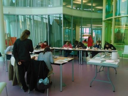 Atelier enluminure animé par Sylvie Schambacher, 22-23 décembre 2015, Médiathèque du Grand Troyes, photo L. Picardat