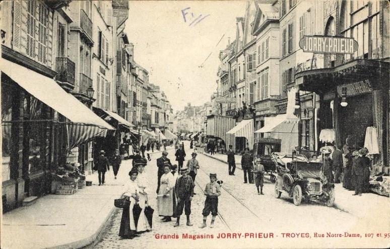 Carte postale, Troyes - Grands magasins Jorry-Prieur, CPLOCAL06353, Médiathèque du Grand Troyes, photo P. Jacquinot, X. Sabot
