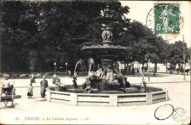 Carte postale, Troyes - Fontaine Argence, CPLOCAL01384, Médiathèque du Grand Troyes, photo P. Jacquinot, X. Sabot