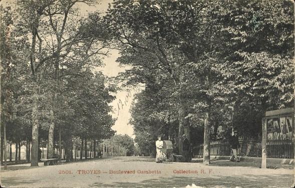 Carte postale, Troyes - Boulevard Gambetta, CPLOCAL06184, Médiathèque du Grand Troyes, photo P. Jacquinot, X. Sabot