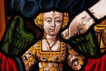 Triomphe de la Renommée, détail. Vitrail des Triomphes de Pétrarque d'Ervy-le-Châtel. Anonyme, vers 1502. Photo Cité du Vitrail