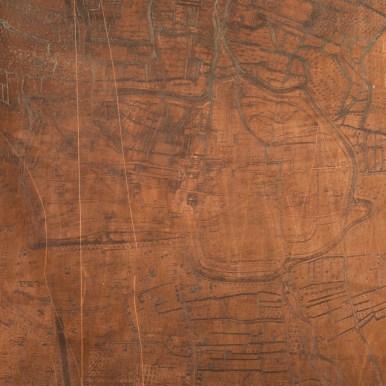 Les graveurs utilisaient ce genre de plaques de cuivre pour y graver les plans. Les plaques étaient ensuite installées sur la presse et permettaient d'imprimer les cartes et les plans, même sur de grands formats. Ici on aperçoit le Bouchon de Champagne sur ce plan de Troyes gravé au XVIIIe siècle. Photo Médiathèque de Troyes Champagne Métropole
