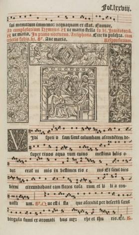 Page de l'antiphonaire qui mélange bois gravés et partition, une richesse rare sur un livre du 16e siècle. Photo Médiathèque de Troyes Champagne Métropole