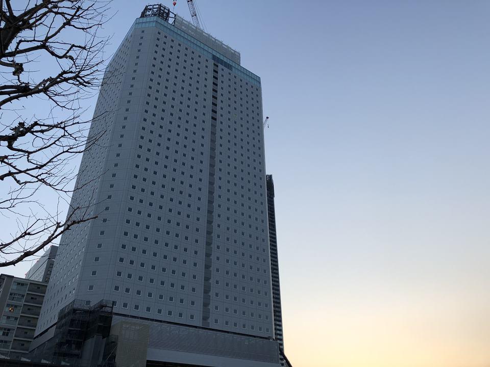 横浜北仲通地区に建設中のアパホテル&リゾート横浜ベイの外観写真