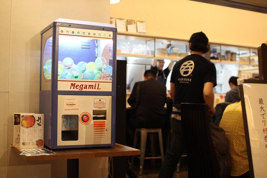 「横浜駅東口 POST STREET」内に、「海鮮とせんべろ 呑りすけ」の写真