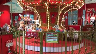 ハムリーズ 横浜ワールドポーターズ店にあるメリーゴーランド
