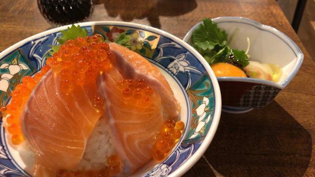 「海鮮とせんべろ 呑りすけ」の丼メニュー