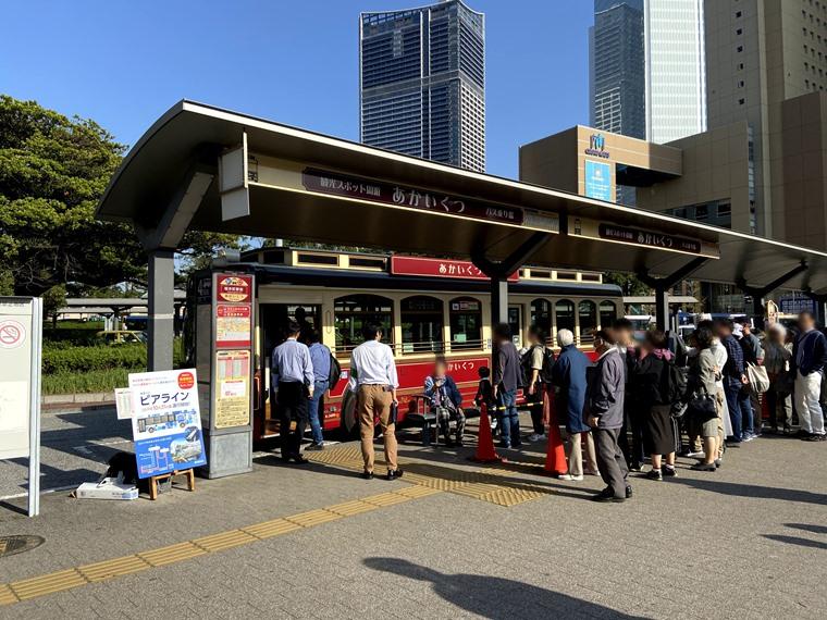 桜木町駅のあかいくつバスのりば写真