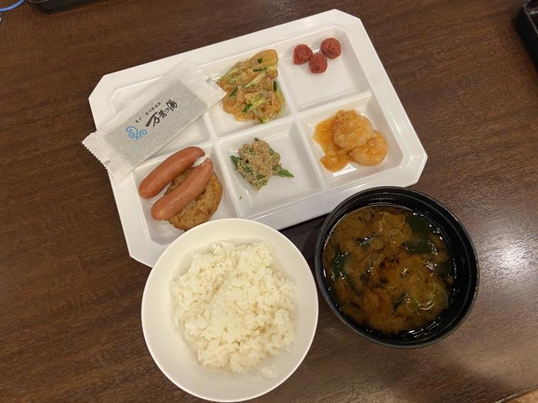 万葉の湯町田館の朝食ビュッフェの写真
