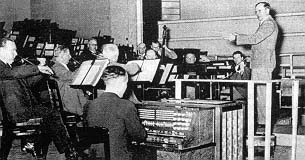 The Trautonium played by Oskar Sala, incorporated into the 'Das Orchester der Zukunft (The Future Orchestra), alongside a Hellertion, Thereminvox and Elektrochord.