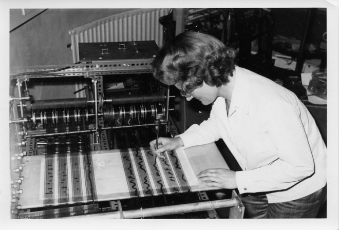 Daphne Oram working at the Oramics machine