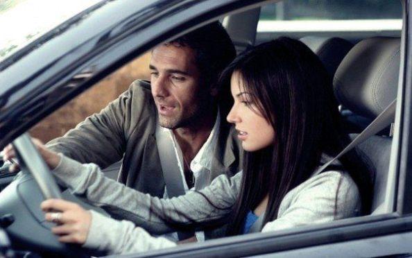 Картинки по запросу парень заправляет машину девушки