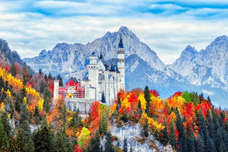 Neuschwanstein-Castle-in-Bavaria-Germany-in-fall