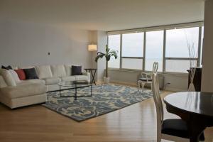 living-room-6101-n-sheridan