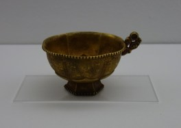 Lotus-shaped cup with handle (Liao dynasty)