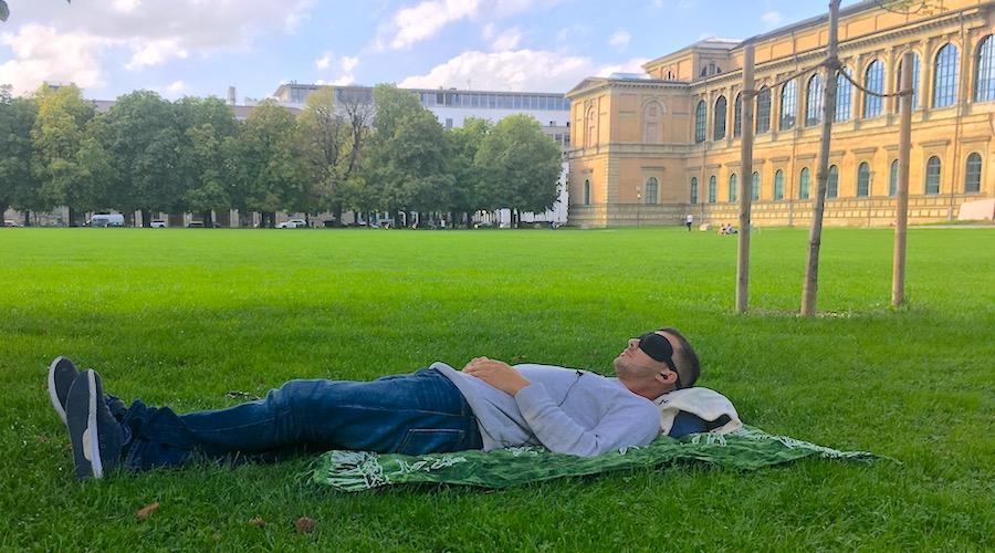 Mittagsschlaf im Park