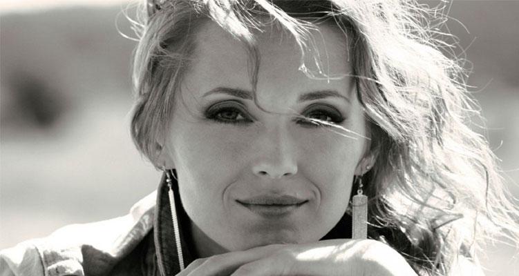Aida Nikolaychuk pursues a modelling career as well