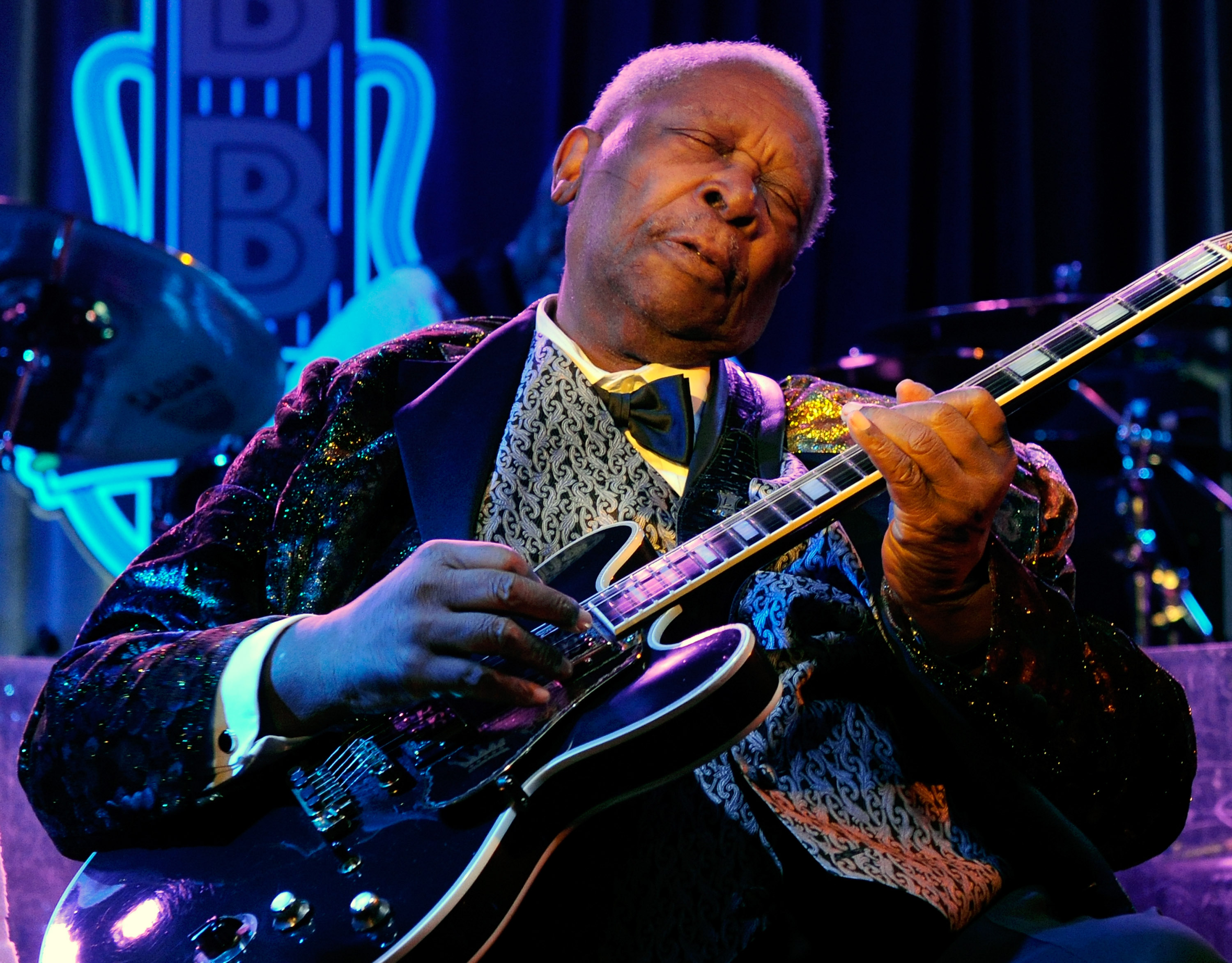 B B King Cancels Short Tour After On Stage Fall