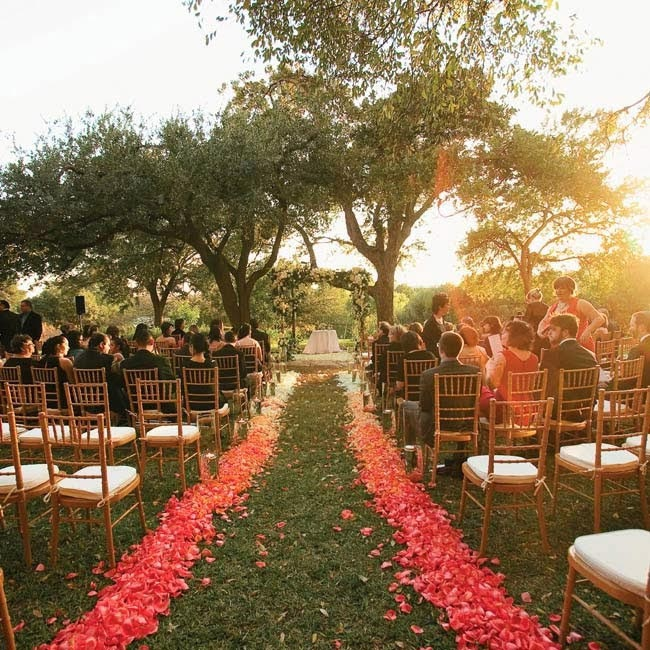 8 Ways to Wow With Your Wedding Aisle Runner - Wedding for $1000