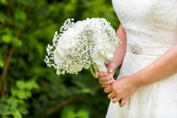3 tips to find the best budget wedding flowers and fantastic find budget wedding flowers and fantastic florists weddingfor1000 junglespirit Images